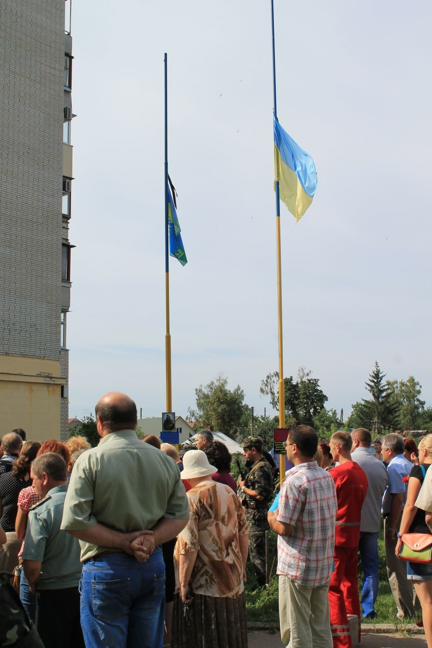Около сотни сумчан пришли к дому погибшего в АТО Максиму Савченко (ФОТО), фото-5