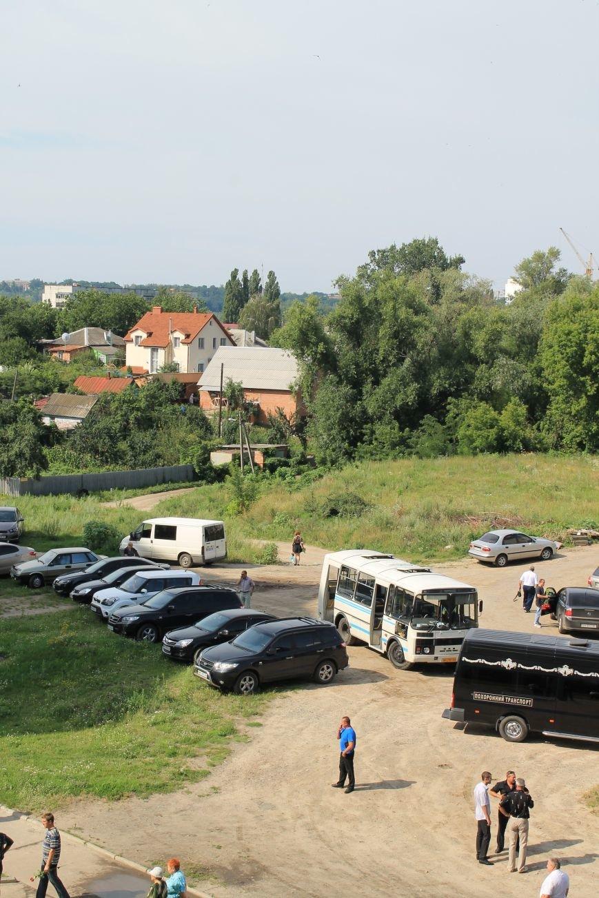 Около сотни сумчан пришли к дому погибшего в АТО Максиму Савченко (ФОТО), фото-2