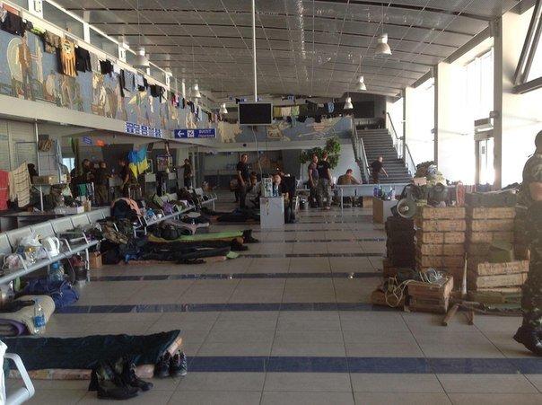 В соцсетях показали, как живет батальон «Днепр-1» в мариупольском аэропорту (ФОТО), фото-1