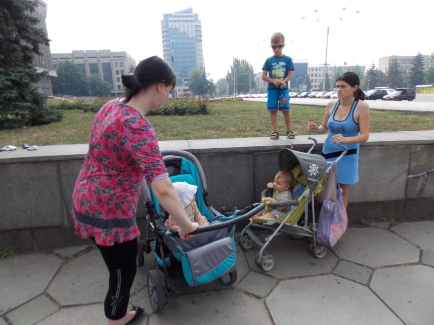 В Запорожье мамы вышли пикетировать ОГА за возвращение «детских» денег (ФОТО), фото-4
