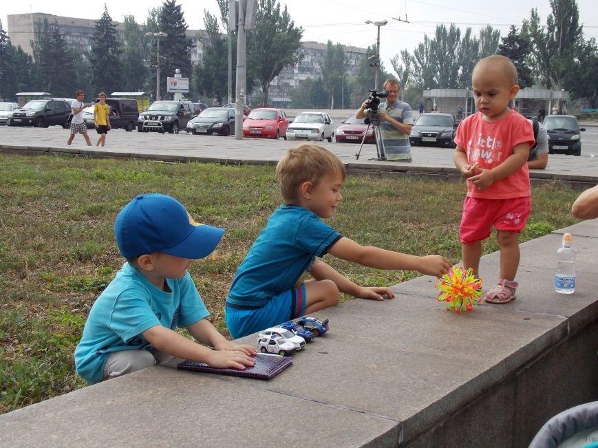В Запорожье мамы вышли пикетировать ОГА за возвращение «детских» денег (ФОТО), фото-9