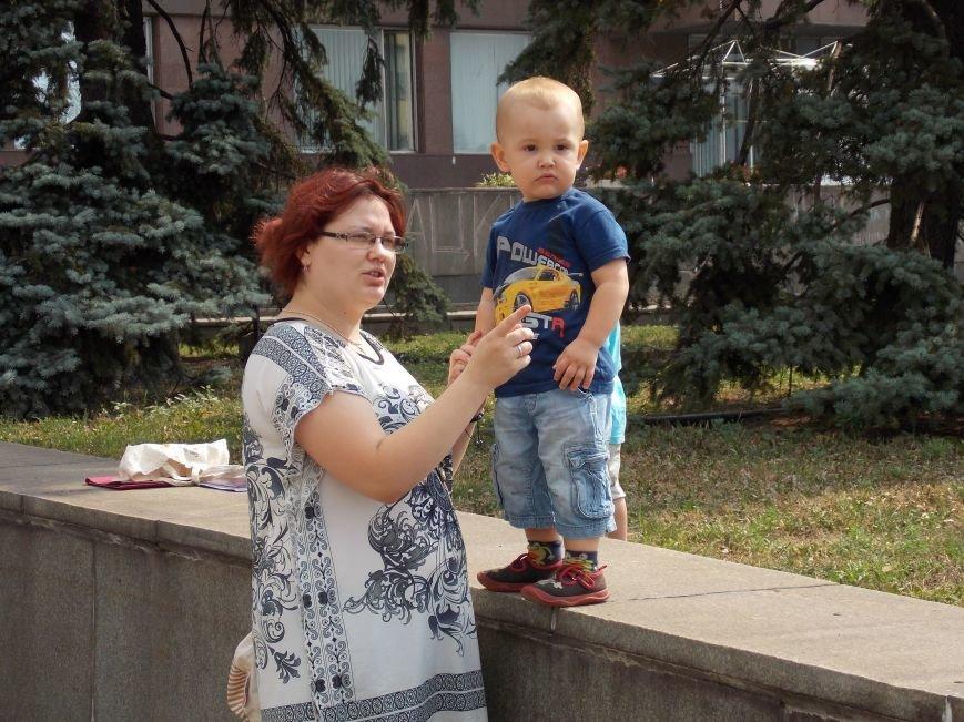 В Запорожье мамы вышли пикетировать ОГА за возвращение «детских» денег (ФОТО), фото-6