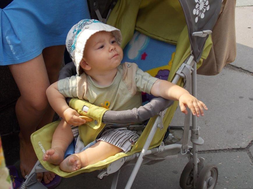 В Запорожье мамы вышли пикетировать ОГА за возвращение «детских» денег (ФОТО), фото-3