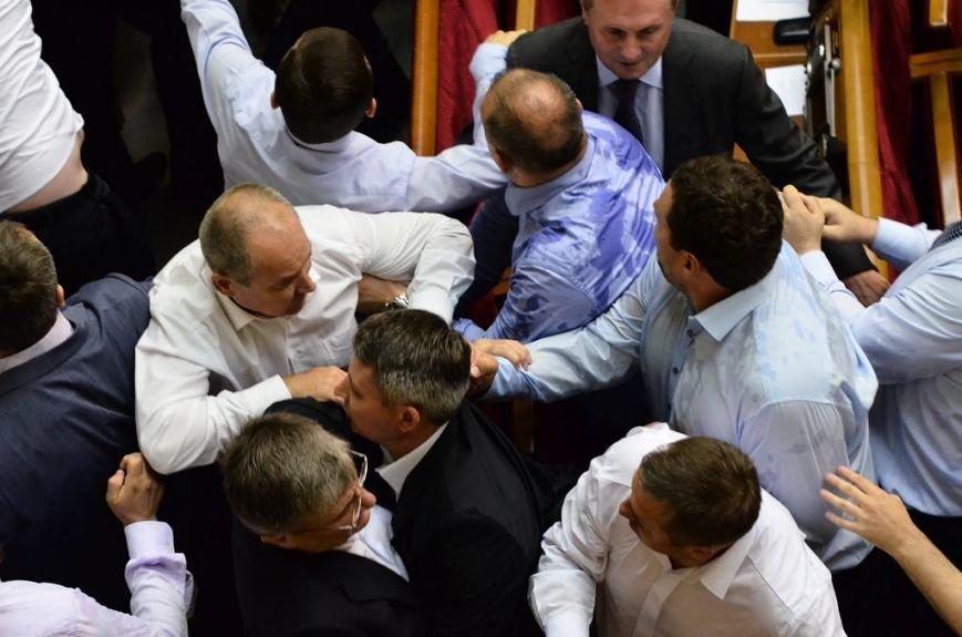 З Верховної Ради депутати витягли Симоненка за волосся та стусанами (фоторепортаж), фото-4
