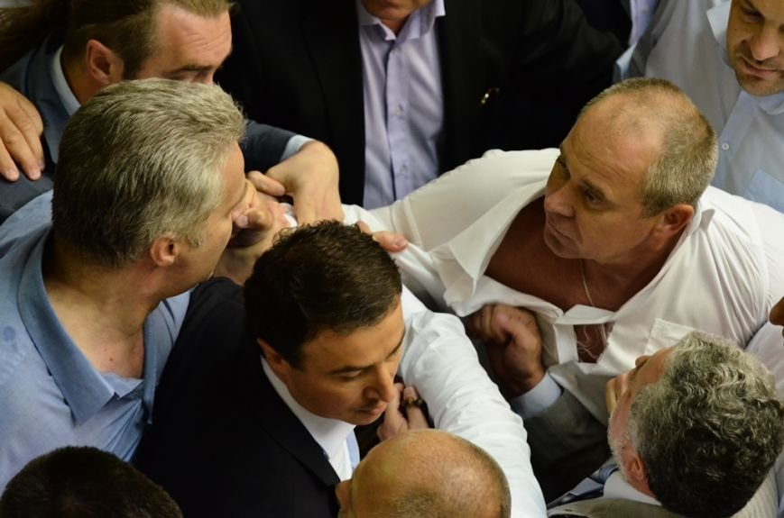 З Верховної Ради депутати витягли Симоненка за волосся та стусанами (фоторепортаж), фото-5