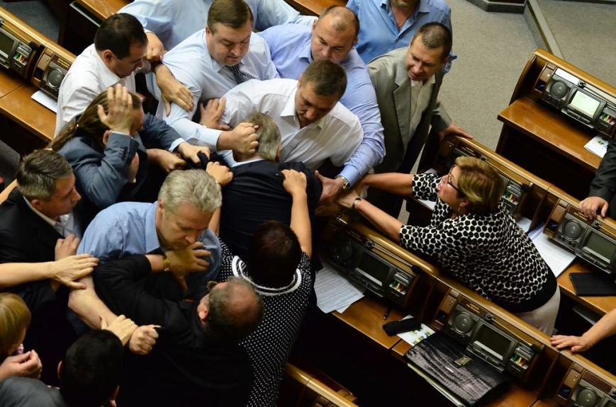 З Верховної Ради депутати витягли Симоненка за волосся та стусанами (фоторепортаж), фото-1