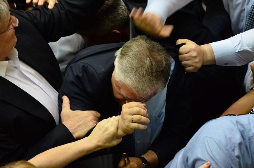 З Верховної Ради депутати витягли Симоненка за волосся та стусанами (фоторепортаж), фото-2