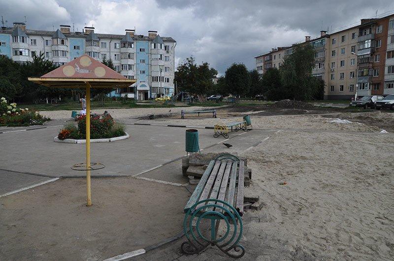 Жители Белгородского района приводят в порядок детскую площадку, которую власти хотели снести, фото-1