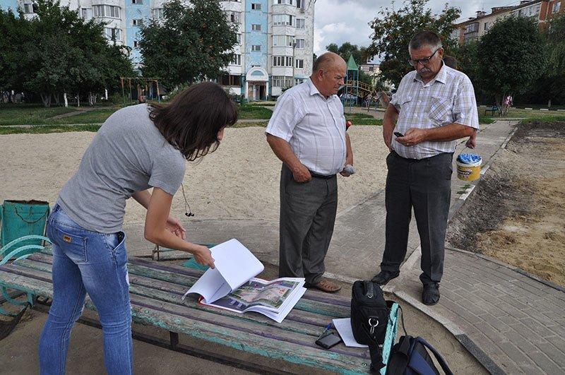 Жители Белгородского района приводят в порядок детскую площадку, которую власти хотели снести, фото-3