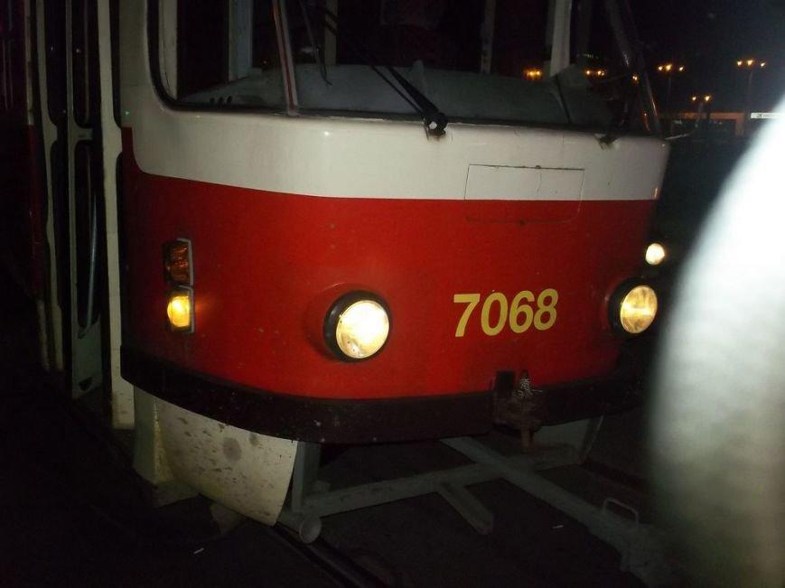 В Харькове маршрутный автобус врезался в трамвай, фото-1