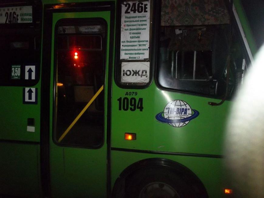 В Харькове маршрутный автобус врезался в трамвай, фото-2