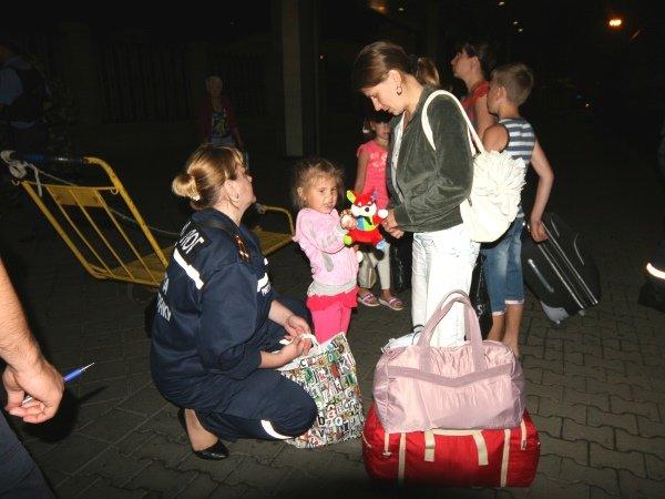 Столичные спасатели встретили 50 переселенцев из Донбасса (ФОТО), фото-4