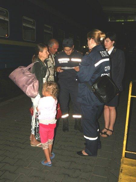 Столичные спасатели встретили 50 переселенцев из Донбасса (ФОТО), фото-1