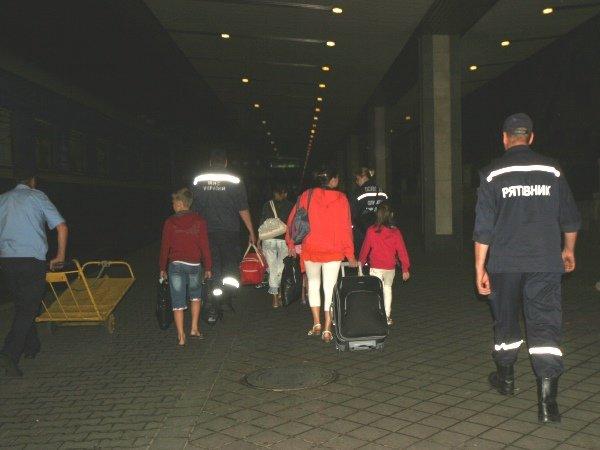 Столичные спасатели встретили 50 переселенцев из Донбасса (ФОТО), фото-5