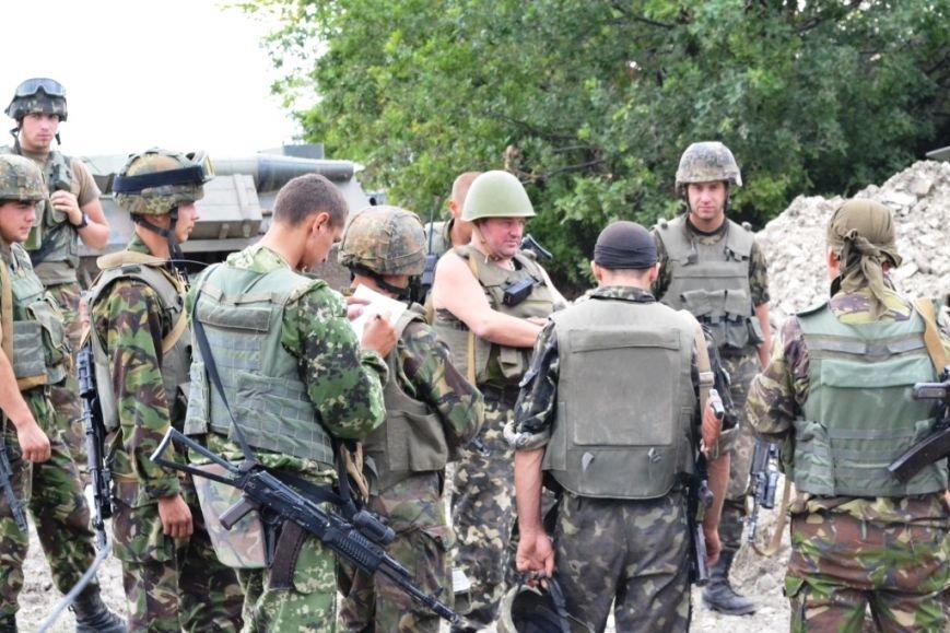 Рівненські офіцери-вихователі та прес-офіцери підтримують бойовий дух бійців АТО (Фото), фото-3