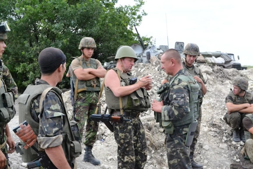 Рівненські офіцери-вихователі та прес-офіцери підтримують бойовий дух бійців АТО (Фото), фото-5