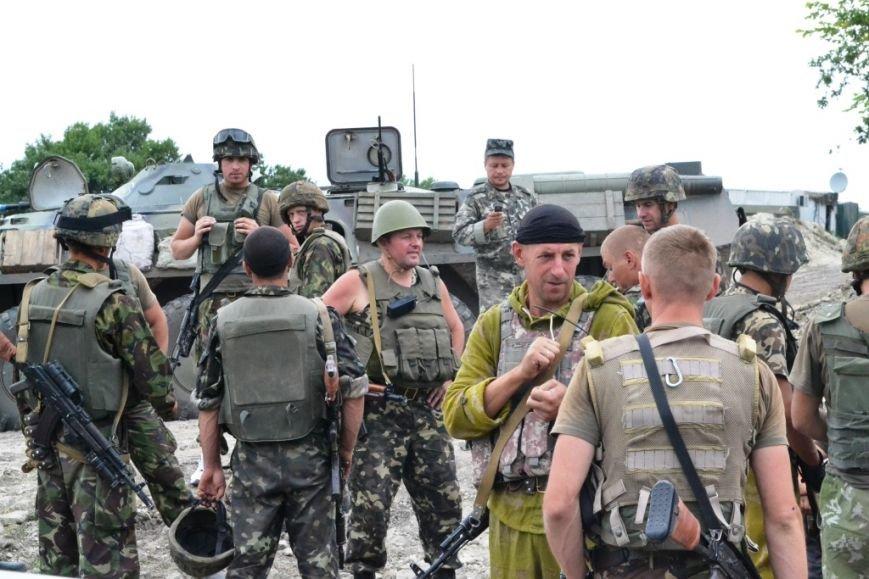 Рівненські офіцери-вихователі та прес-офіцери підтримують бойовий дух бійців АТО (Фото), фото-4