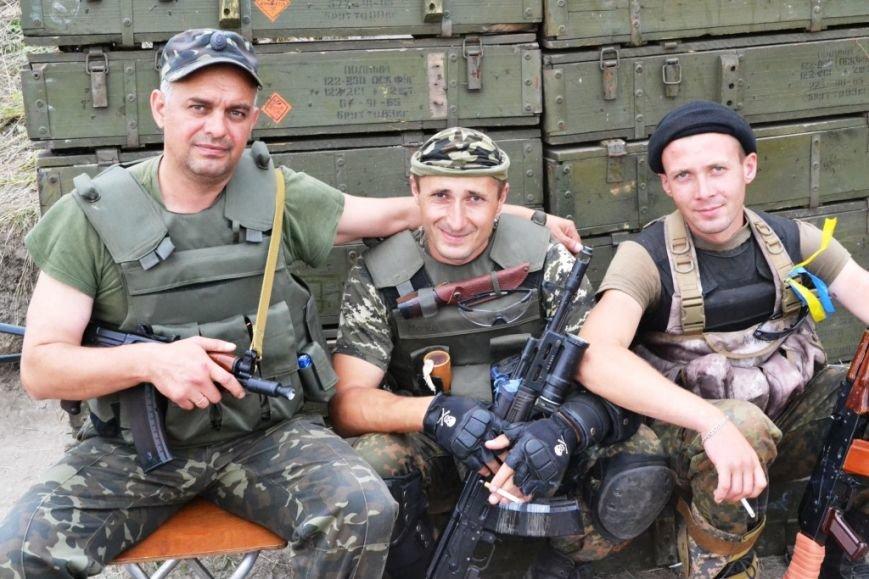 Рівненські офіцери-вихователі та прес-офіцери підтримують бойовий дух бійців АТО (Фото), фото-1