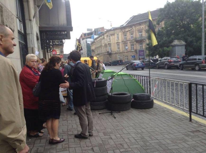 У Львові влаштували наметовий Майдан і принесли шини з бочками (ФОТО), фото-4