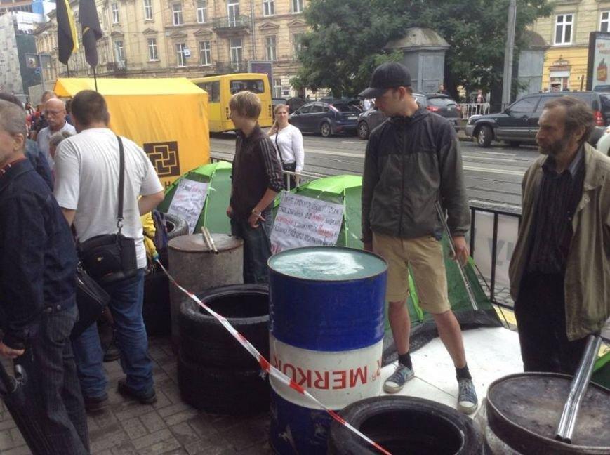 У Львові влаштували наметовий Майдан і принесли шини з бочками (ФОТО), фото-3