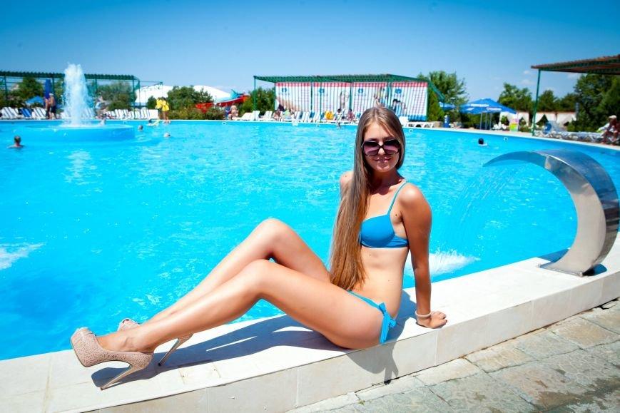 Из-за роста участниц конкурса красоты «Жемчужина Черного моря-2014» организаторы проекта вынуждены уменьшить высоту подиума, фото-10