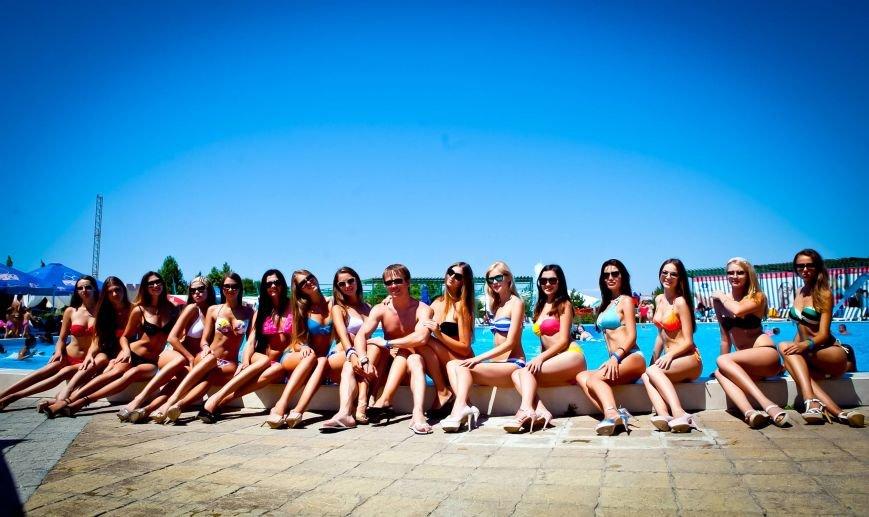 Из-за роста участниц конкурса красоты «Жемчужина Черного моря-2014» организаторы проекта вынуждены уменьшить высоту подиума, фото-12