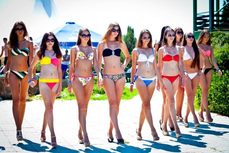Из-за роста участниц конкурса красоты «Жемчужина Черного моря-2014» организаторы проекта вынуждены уменьшить высоту подиума, фото-13