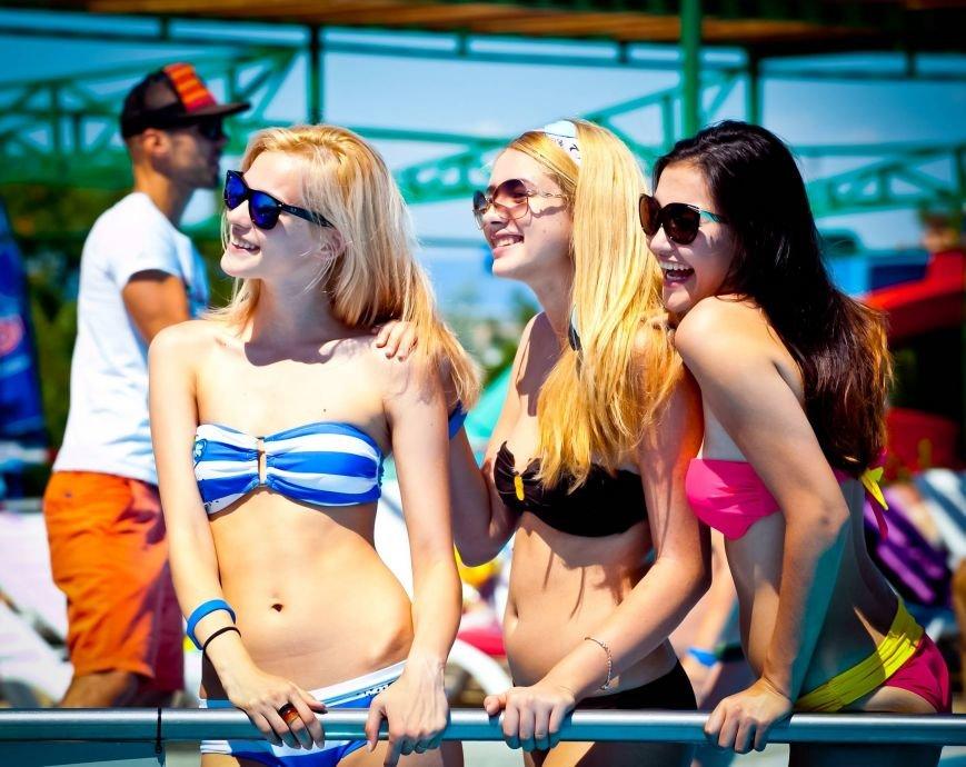 Из-за роста участниц конкурса красоты «Жемчужина Черного моря-2014» организаторы проекта вынуждены уменьшить высоту подиума, фото-16