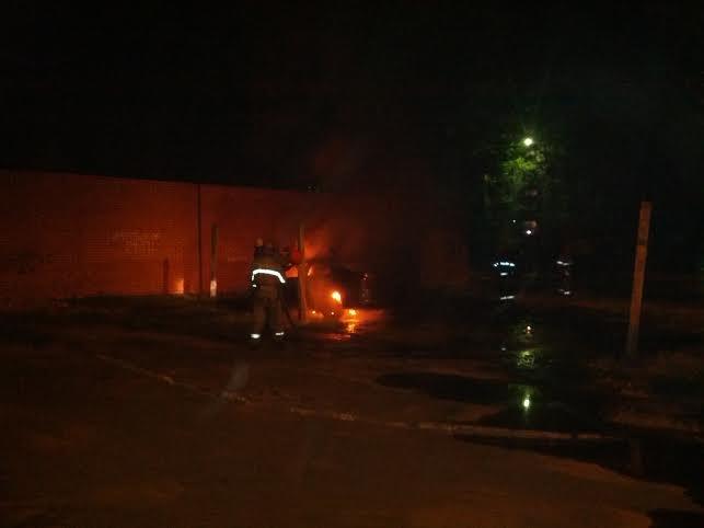 В Мариуполе  возле пр. Строителей стреляли, а потом подожгли «Хонду», бросив  коктейли Молотова (ФОТО), фото-5