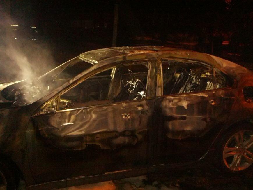 В Мариуполе  возле пр. Строителей стреляли, а потом подожгли «Хонду», бросив  коктейли Молотова (ФОТО), фото-4