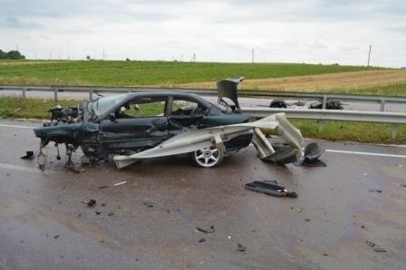 На Рівненщині у ДТП повністю деформувалась автівка. Водій чудом вижив., фото-1