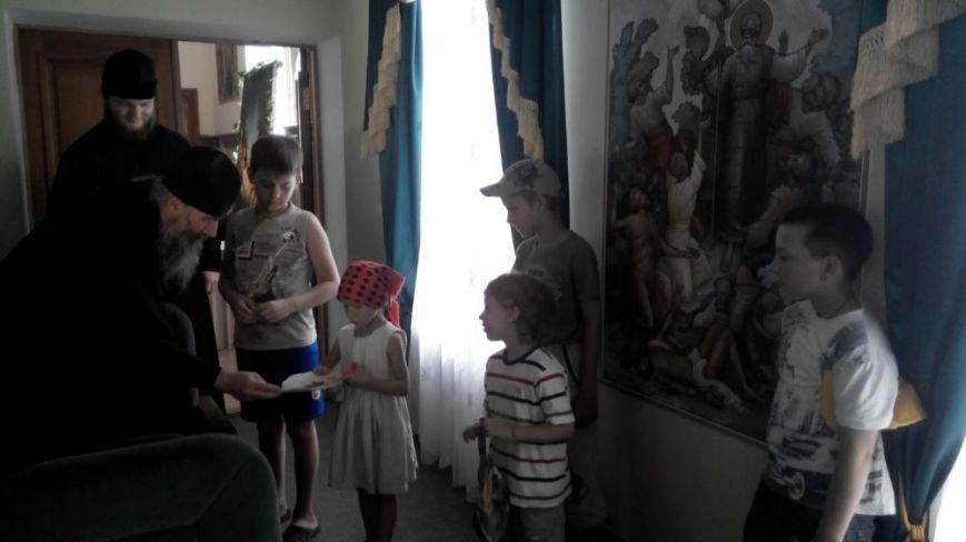Фонд Вилкула отвез медикаменты и продукты в лагеря беженцев в Святогорский монастырь и Красный Лиман, фото-1