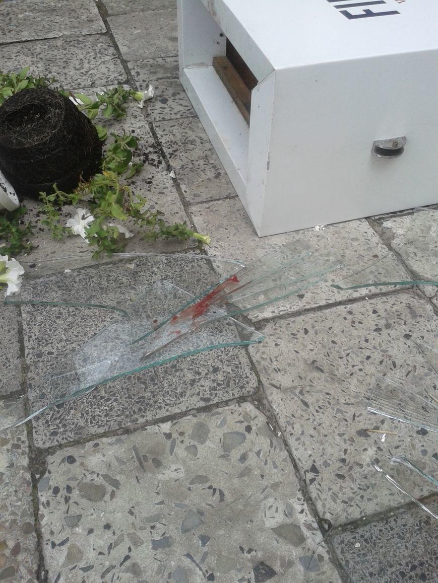 Небезпечні тераси: у Львові малюк порізав обличчя склом. Зараз його оперують (фоторепортаж), фото-6