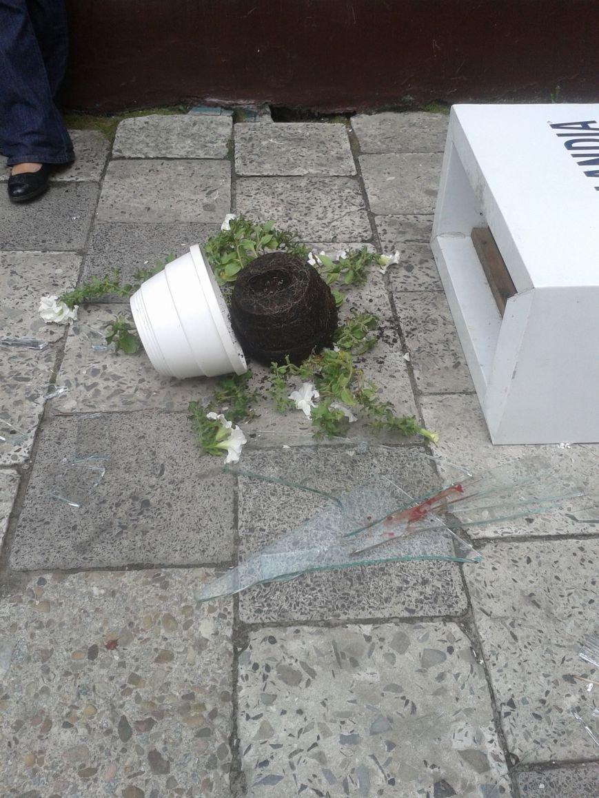 Небезпечні тераси: у Львові малюк порізав обличчя склом. Зараз його оперують (фоторепортаж), фото-7