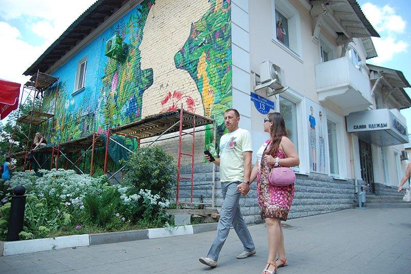 Победительницы конкурса граффити расписали дом в центре Белгорода, фото-4