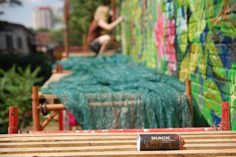Победительницы конкурса граффити расписали дом в центре Белгорода, фото-3