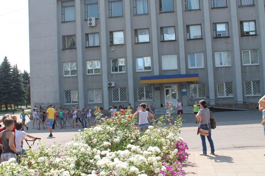 В Красноармейске на главной площади города прошел флешмоб: юные украинцы за здоровый образ жизни, фото-13