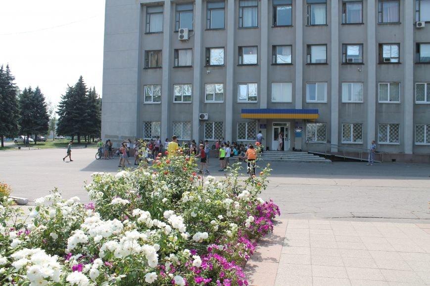 В Красноармейске на главной площади города прошел флешмоб: юные украинцы за здоровый образ жизни, фото-2