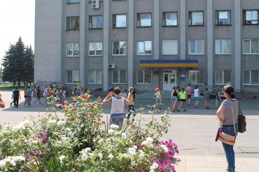 В Красноармейске на главной площади города прошел флешмоб: юные украинцы за здоровый образ жизни, фото-17