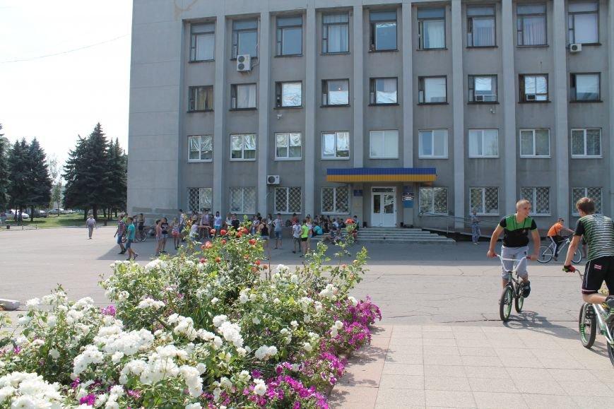 В Красноармейске на главной площади города прошел флешмоб: юные украинцы за здоровый образ жизни, фото-1