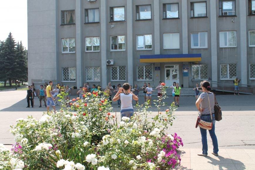 В Красноармейске на главной площади города прошел флешмоб: юные украинцы за здоровый образ жизни, фото-11