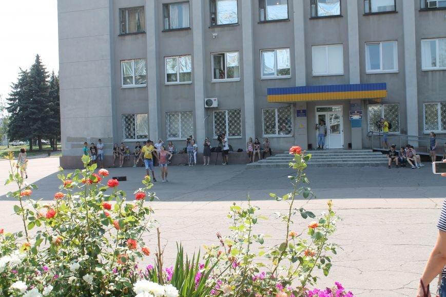 В Красноармейске на главной площади города прошел флешмоб: юные украинцы за здоровый образ жизни, фото-5
