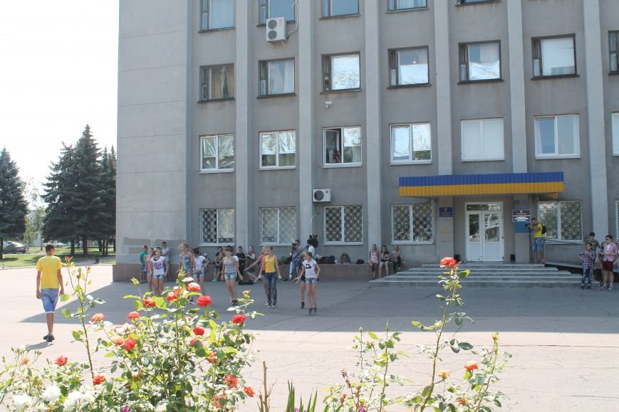 В Красноармейске на главной площади города прошел флешмоб: юные украинцы за здоровый образ жизни, фото-7