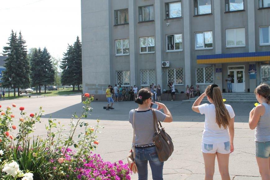 В Красноармейске на главной площади города прошел флешмоб: юные украинцы за здоровый образ жизни, фото-4