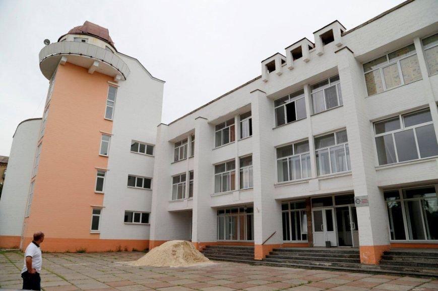 Во Дворце пионеров ильичевцы  обновят фойе, танцевальный класс и вестибюль, фото-1