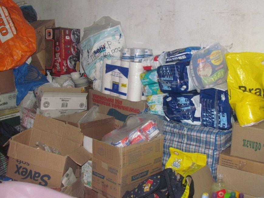 В Мариуполе не хватает рук для помощи беженцам (ФОТО), фото-6