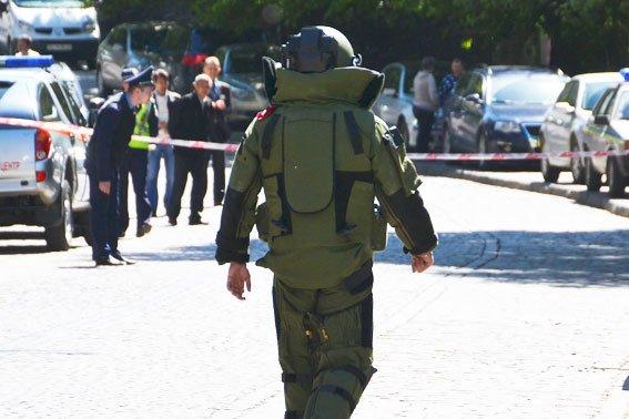 Правоохоронці розшукують зловмисників, які «заміновували» готелі у Львові із зони АТО (ФОТО), фото-1