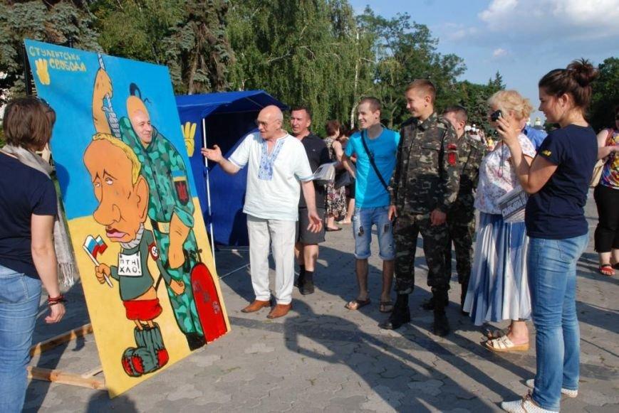 В центре Чернигова любой желающий мог повесить Путина, фото-7