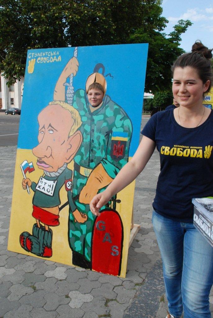 В центре Чернигова любой желающий мог повесить Путина, фото-1