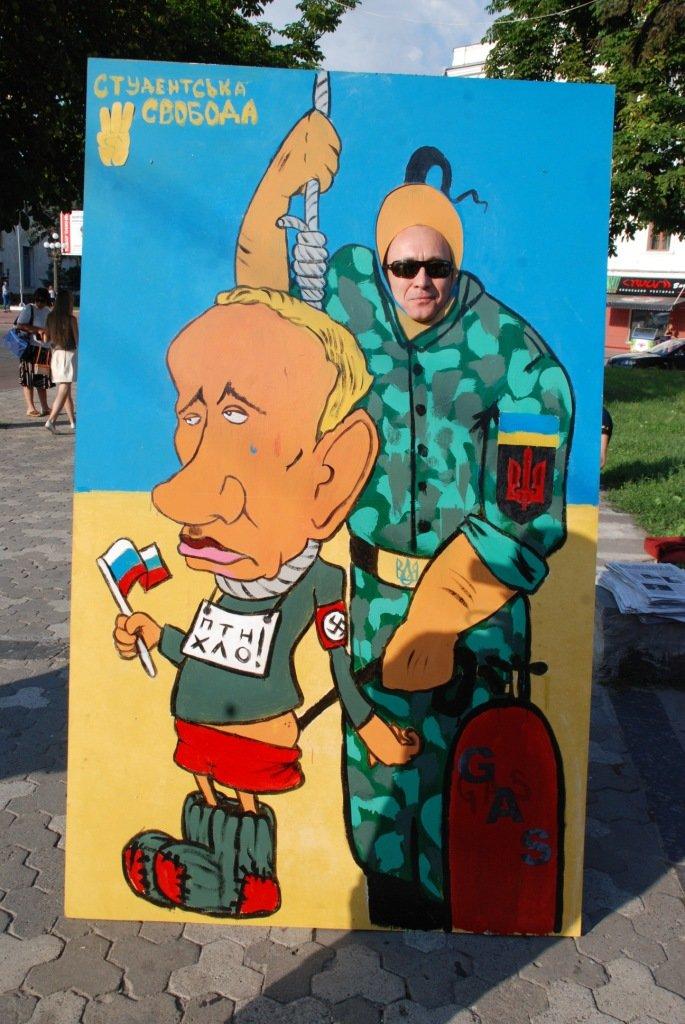В центре Чернигова любой желающий мог повесить Путина, фото-6